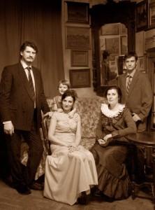 Сын художника Илья Овчаренко со всей семьей и мамой - художницей Мариной Милавиной